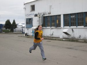 PO Barnard runs during a run & shoot competition